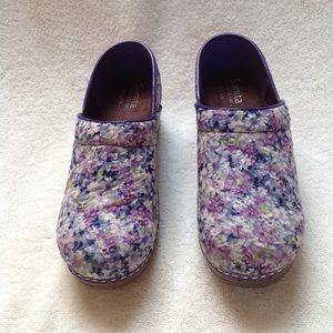 Sanita | Eyelet embroidered Floral Clogs